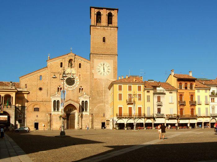 Lodi Piazza Duomo