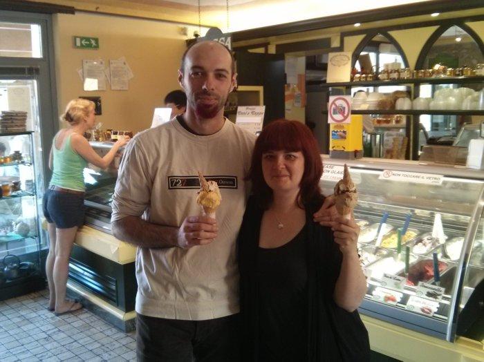 Giordano e Laura con gelati