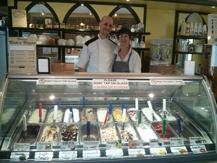 Michele e mamma gelateria